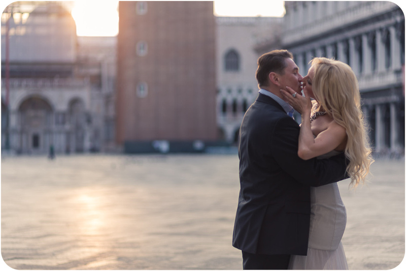 couple kissing in San Marco Square during couple portrait in Vencie at sunrise