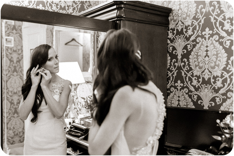 bride getting reday during wedding photo service in Venice