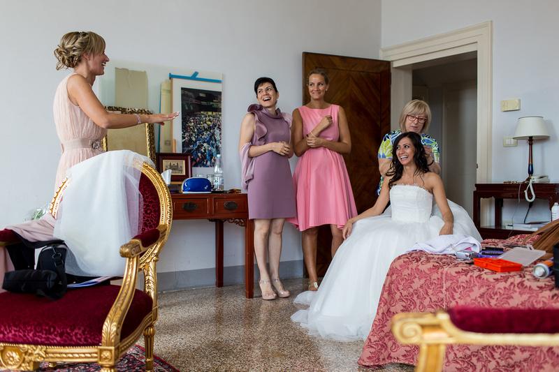 bride getting reday duringw edding photo service in Venice