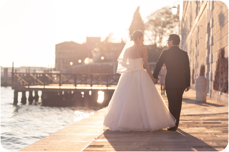 couple walking during pre-wedding photo service in Venice
