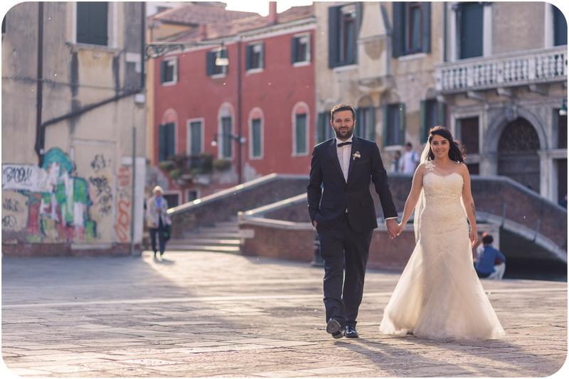 couple walking during honeymoon photo service venice