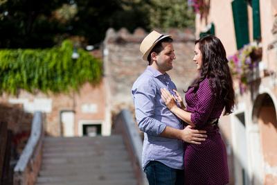 couple hugging on a bridge in Venice during an informal photo walk