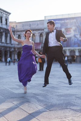 Asian couple shot in Piazza San Marco in Venice during a pre-wedding shooting