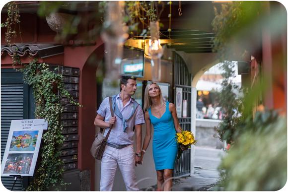 couple walking during photo walk in Milan