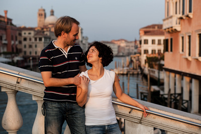 couple standing on Ponte degli Scalzi during a honymoon photo shooting in Venice