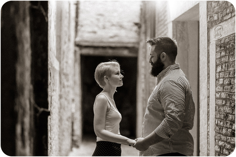 couple hugging in a alley during e-session in Venice