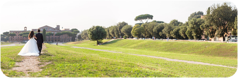 couple strolling in Circo Massimo during honeymoon photo service in Rome