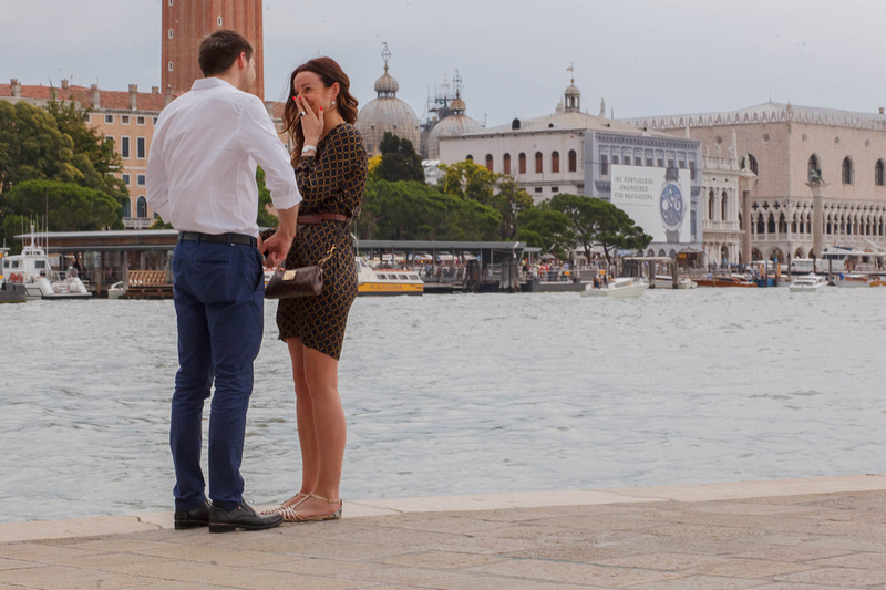 Russian guy proposing to girlfriend during surprise engagement photo service
