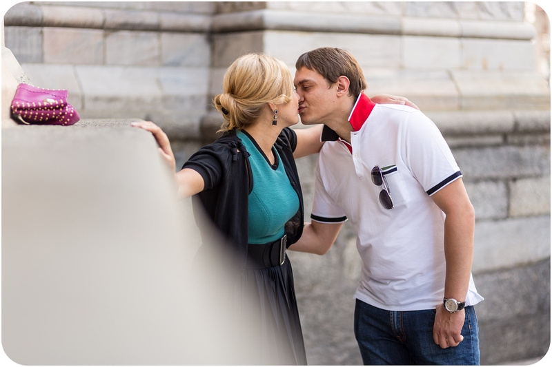 couple kissing during portrait photo session in Milan