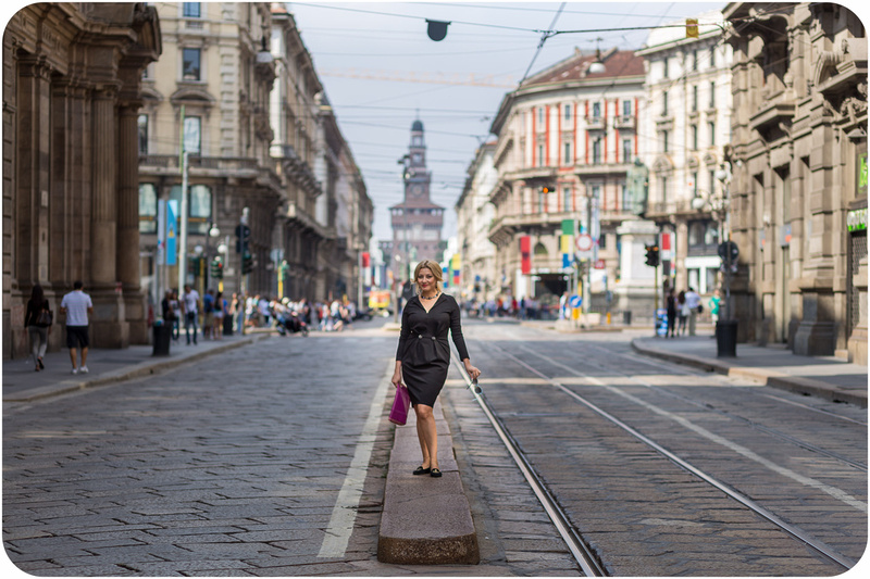lady poses during portrait photo service in Milan