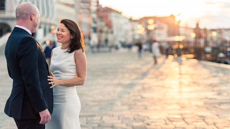 ouple hugging during anniversary photo shooting in Venice
