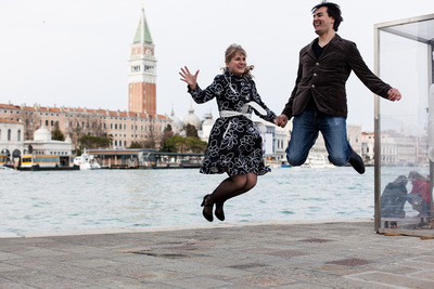 Russian couple jumping during a photo shooting in Venice