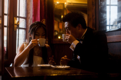 Asian couple drinking coffee during a pre-wedding photo shooting in Venice