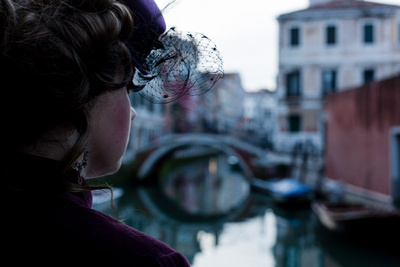 Young lady in steampunk outfit during a photo walk in Venice